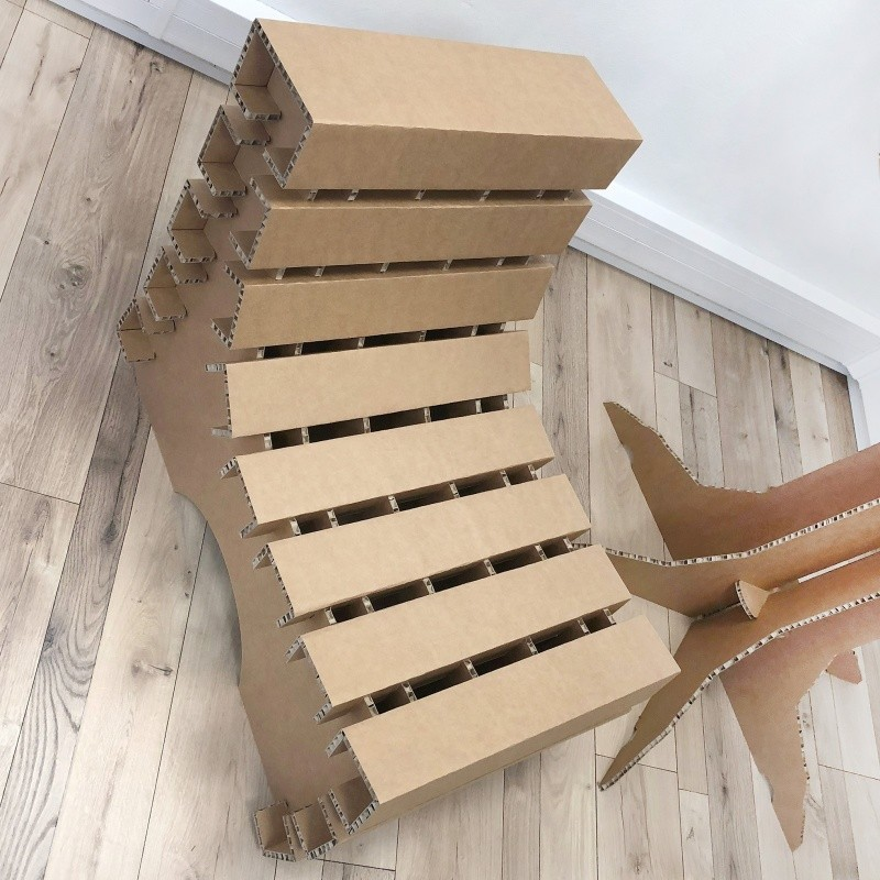 Fauteuil en carton design et original BIKOM Meuble en carton