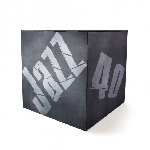 Cube en carton 40 x 40 cm