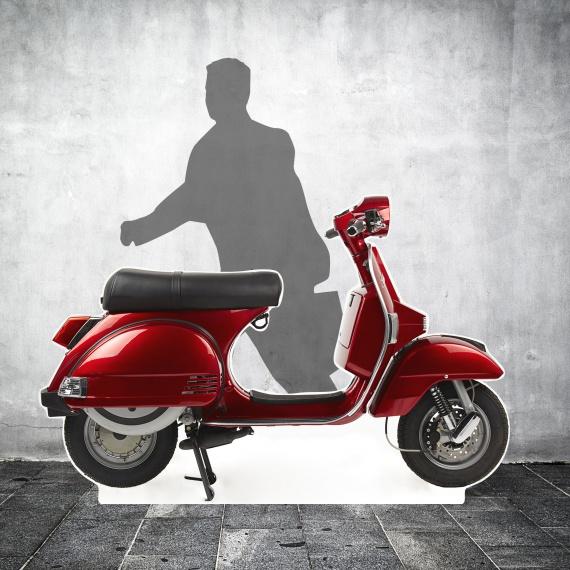 Scooter en carton grandeur nature